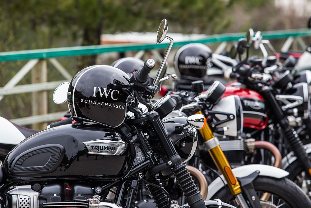 5fd6ffc64b1 Ο Ελβετικός Οίκος Υψηλής Ωρολογοποιίας, IWC Schaffhausen, σε συνεργασία με  το Moto and Bike TV και την Triumph Motorcycles Greece διοργάνωσε την  Παρασκευή 5 ...