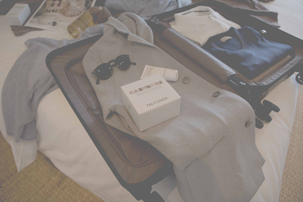 4c2176df6b29 FALCONERI Πηγή έμπνευσης το travel style και η ιδιότητα του superior  cashmere για το ντεκόρ που παρουσίασε ρούχα από κασμίρι